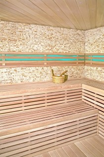 Traditionelle Sauna Skyline XL BIG Kunststeinwand – Bild 5